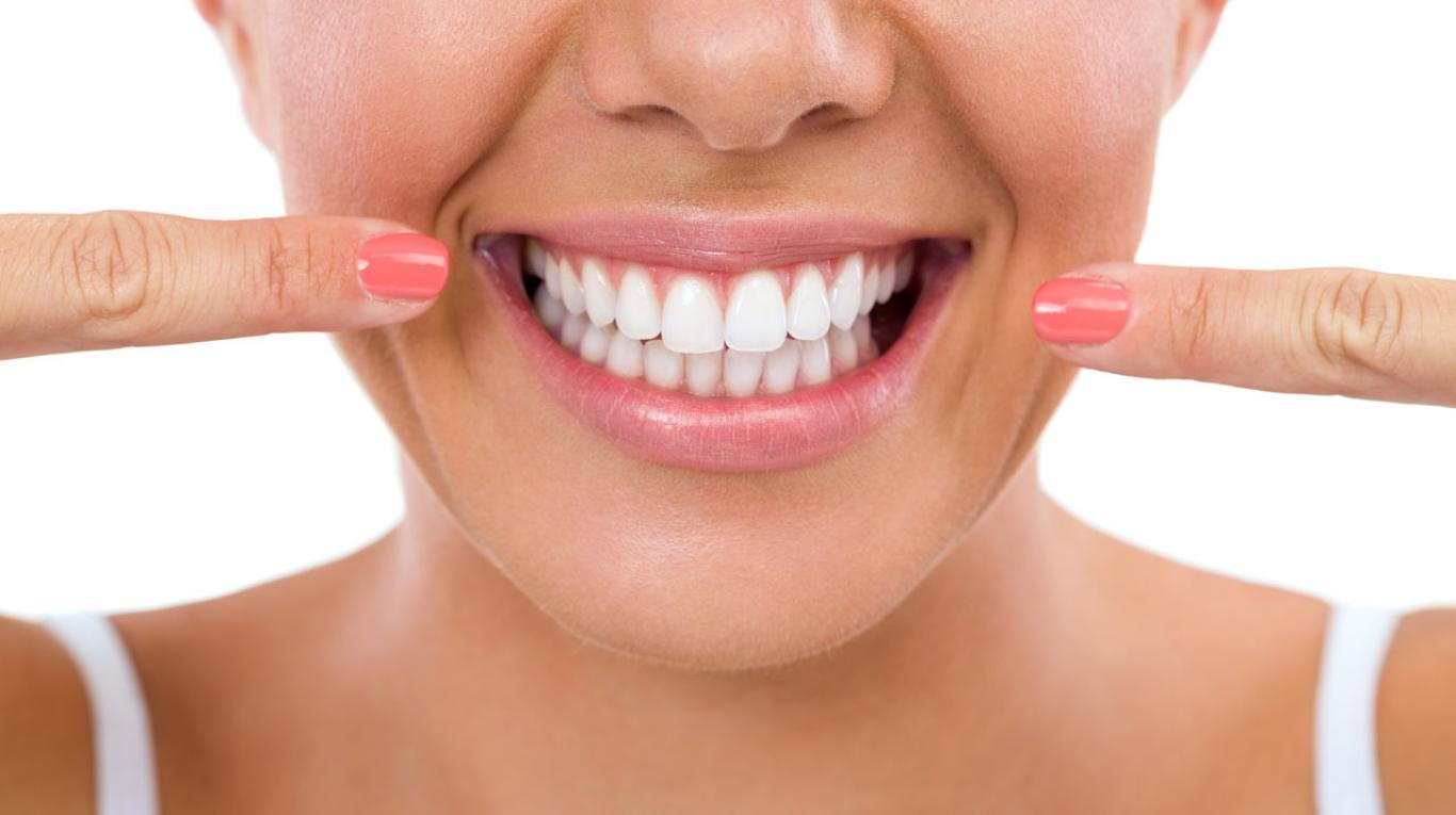 dia-del-odontologo-alimentos-dientes-blancos